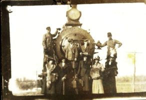 Train Engine-Davis Kelly Collection-ca. 1907 adjusted